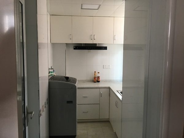 河畔家园45平一室一厅一厨一卫 精装修 家具家电齐全 有电梯 拎包入住!