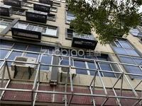 占地95平 两间六层 一楼有个院子62平加一个车库,年租金27万,繁华地段必卖房